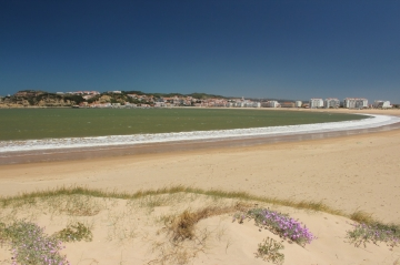 The beautiful bay of Sao Martinho do Porto